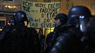Des manifestants expriment leur colère après la mort de Rémi, un militant de 21 ans, à Gaillac (Tarn), le 26 octobre 2014. (PASCAL PAVANI / AFP)