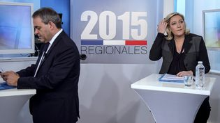 Xavier Bertrand et Marine Le Pen, candidats aux régionales en Nord-Pas-de-Calais-Picardie, lors d'un débat à Lille (Nord), le 3 décembre 2015. (PHILIPPE HUGUEN / AFP)