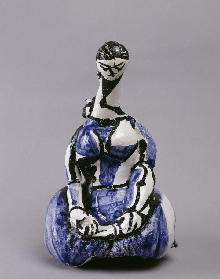 """Pablo Picasso, """"Bouteille : Femme agenouillée"""", Vallauris, [1950], Musée national Picasso-Paris, dation Pablo Picasso, 1979  (Succession Picasso 2017 - Photo © RMNGrand Palais (Musée national Picasso-Paris) / Béatrice Hatala)"""