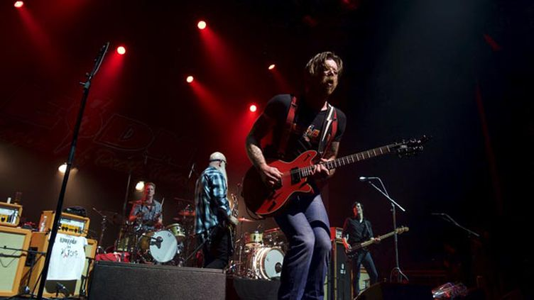 (Les Eagles of Death Metal sur la scène de l'Olympia © REUTERS)