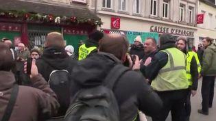 """Des """"gilets jaunes"""" frustrés de ne pas rencontrer Emmanuel Macron le 15 janvier 2019 (Capture d'écran France 2)"""