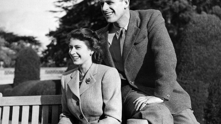 La princesse Elizabeth de Grande-Bretagne et le duc d'Edimbourg Philip posant pendant leur lune de miel, le 25 novembre 1947. (AFP)