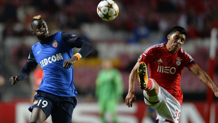 Traoré (Monaco) ici à la lutte avec Perez (Benfica) en Coupe d'Europe (MIGUEL RIOPA / AFP)