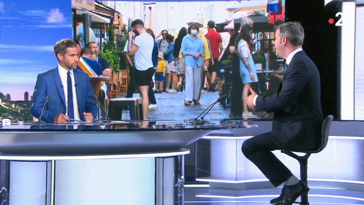 """Le ministre de la Santé, Olivier Véran, était l'invité du """"20 Heures"""" de France 2, mercredi 12 août 2020.  (FRANCE 2)"""