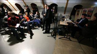 La conférence de presse du Premier ministre Manuel Valls est interrompue par une coupure de courant, mardi 27 janvier 2015 à Audincourt (Doubs). (MAXPPP)