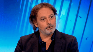 """Christophe Alévêque invité sur le plateau de France 3 Paris Ile de France pour son one-man-show """"Ca ira mieux demain""""  (France 3 / Culturebox)"""