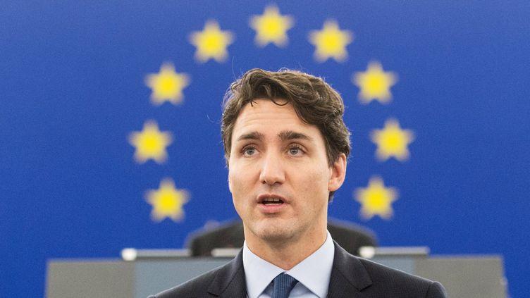 Le Premier ministre canadien Justin Trudeau dans l'hémicycle du Parlement européen au lendemain de son vote en faveur du CETA (PATRICK SEEGER / EPA)