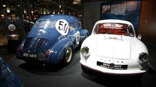 """Deux modèles Alpine présentés à l'occasion de l'exposition """"Passion Alpine, hommage à Jean Rédélé"""" à L'Atelier Renault, à Paris, le 21 février 2008. (PELE GWENDAL /SIPA )"""