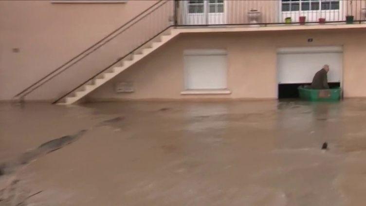 Les intempéries n'ont pas épargné le Sud-Ouest ce week-end et ça continue lundi 16 décembre. Quatre départements sont toujours en alerte orangeen raison des risques d'inondations. Une commune de Lot-et-Garonne est toujours isolée par la crue. (France 3)