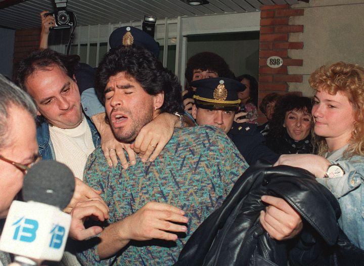 Diego Maradona arrêté dans un appartement de Buenos Aires en 1991 en possession d'un demi-kilo de cocaïne (DANIEL LUNA / AFP)