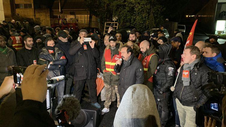 Le secrétaire général de la CGT Philippe Martinez lors d'un rassemblement au dépôt de bus de Vitry-sur-Seine (Val-de-Marne), vendredi 27 décembre 2019. (CLEMENT MARTIN / FRANCE TELEVISIONS)