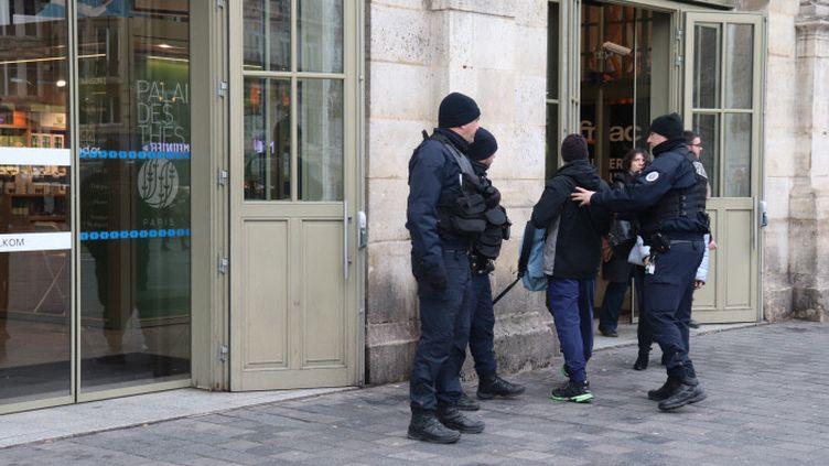 Le ministre de l'Intérieur Christophe Castaner a annoncé le déploiement de 100 000 policiers et gendarmes pour veiller au respect du confinement. (FRANCOIS CORTADE / FRANCE-BLEU NORD)