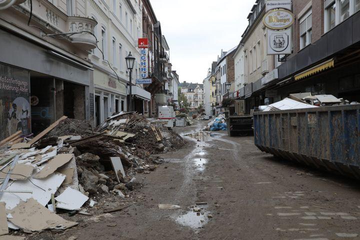 Une rue de Bad Neuenahr (Allemagne) dévastée par les inondations, le 23 août 2021. (VALENTINE PASQUESOONE / FRANCEINFO)
