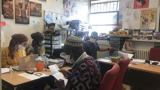 Les locaux de l'association les Femmes Relais, à Bobigny, en Seine-Saint-Denis. (LOU BOURDY FRANCEINFO / RADIO FRANCE)