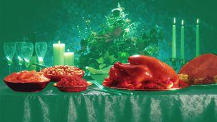 Franceinfo vous aide à choisir vos aliments de Noël en fonction des risques qu'ils présentent pour votre santé. (BAPTISTE BOYER / AWA SANE / FRANCEINFO)