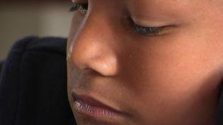 France 2 a suivi deux parents qui ont adopé un petit colombien lorsqu'il avait 6 ans. (FRANCE 2)