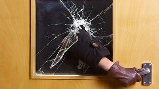 Dans plus de 54% des cambriolages, le voleur est entré en forçant la porte d'entrée. (PETER DAZELEY / GETTY IMAGES)