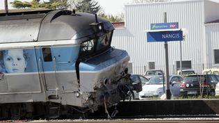 Un train Intercités a percuté un camion à hauteur d'un passage à niveau à Nangis (Seine-et-Marne), le 21 avril 2015. (MATTHIEU ALEXANDRE / AFP)