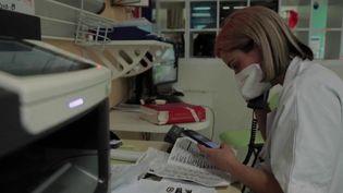 Covid-19 : au cœur des urgences de l'hôpital de Saint-Denis (France 2)