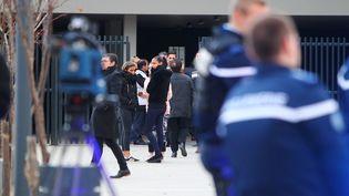 Les forces de l'ordre devant le collèges de Millas, dans les Pyrénées-Orientales, le 15 décembre 2017. (MAXPPP)