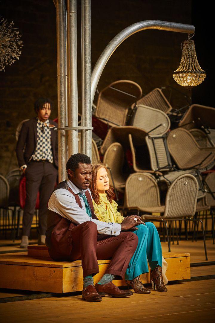"Adama Diop et Isabelle Huppert dans ""La Cerisaie"" (CHRISTOPHE RAYNAUD DE LAGE)"