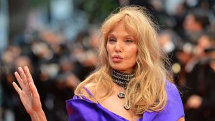 Arielle Dombasle au festival de Cannes, le 25 mai 2012. (ALBERTO PIZZOLI / AFP)