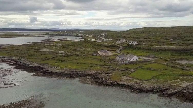 France 2 poursuit son feuilleton consacré à côte irlandaise. Cap sur les îles d'Aran et leur paysage de bout du monde. (FRANCE 2)
