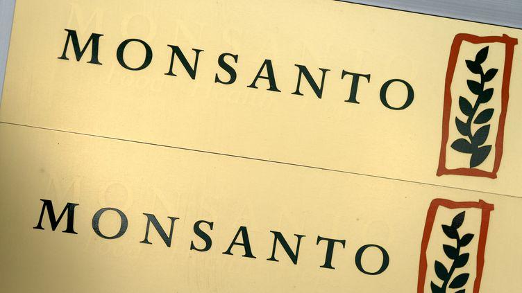 Le logo Monsanto. (FRANZ-PETER TSCHAUNER / DPA)