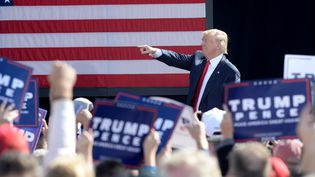 Le candidat républicain, Donald Trump, lors d'un meeting à Portsmouth (New Hampshire), samedi 15 octobre 2016.  (DARREN MCCOLLESTER / GETTY IMAGES NORTH AMERICA / AFP)