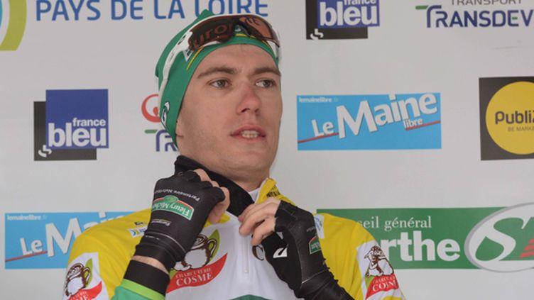 Pierre Rolland en jaune sur le circuit de la Sarthe