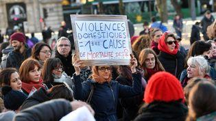 Une pancarte lors d'une manifestation à Lille (Nord), le 25 novembre 2017, journée de lutte contre les violences faites aux femmes. (MAXPPP)