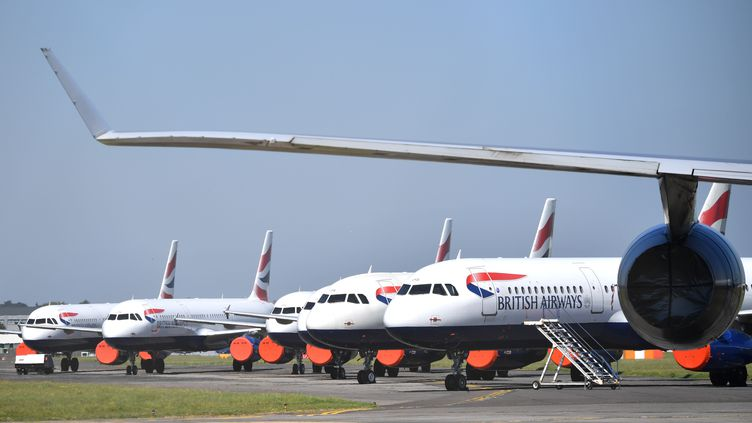 Des avions de la compagnie British Airways sur l'aéroport de Bournemouth (Angleterre), le 6 mai 2020. (BEN STANSALL / AFP)