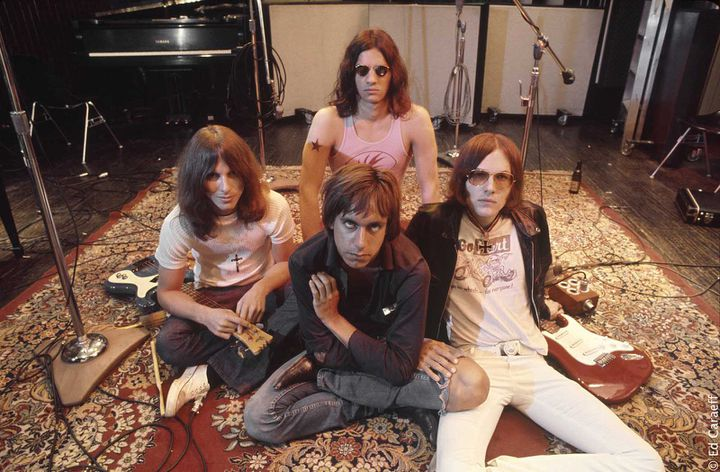 """Dave Alexander, Scott Asheton, Iggy Pop et Ron Asheton dans les studios Elektra durant l'enregistrement de """"Fun House"""".  (Ed Caraeff / Le Pacte)"""