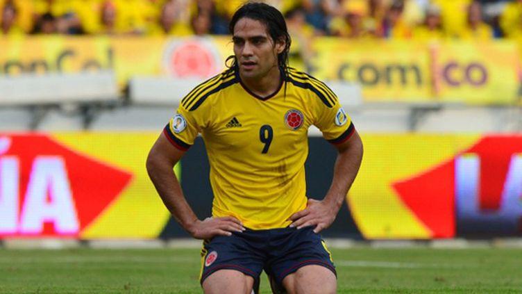 Radamel Falcao va-t-il pouvoir se relever à temps pour le Mondial ? (LUIS ACOSTA / AFP)