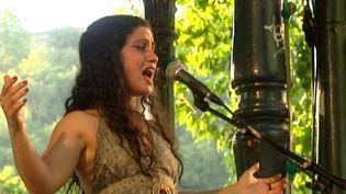 Emel Mathlouthi en concert au Cabaret frappé à Grenoble  (France3/Culturebox)