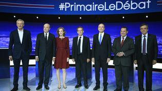 Les sept candidats à la primaire à droite (de gauche à droite : Bruno Le Maire, Alain Juppé,Nathalie Kosciusko-Morizet, Nicolas Sarkozy,Jean-François Copé, Jean-Frédéric Poisson et François Fillon), le 13 octobre 2016, lors du premier débat de la primaire à droite. (MARTIN BUREAU / AFP)