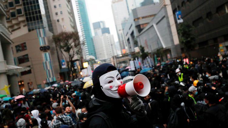 Des manifestants antigouvernement à Hong Kong, le 1er janvier 2020. (TYRONE SIU / REUTERS)
