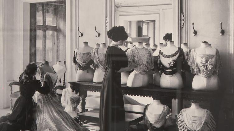L'élégance de la Belle Epoque s'expose à la Galerie Roger-Viollet. (Capture d'écran France 3 Paris-Ile-de-France)