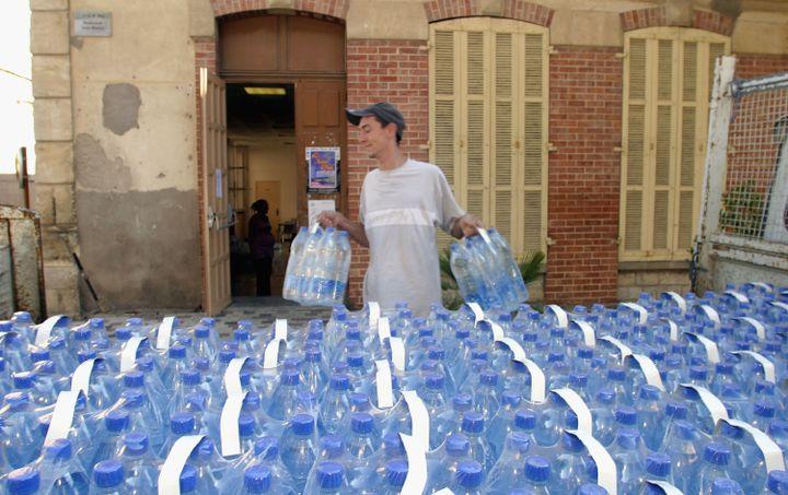 Les personnes âgées doivent veiller à boire 1,5 litre d'eau tous les jours de l'année. (PASCAL PARROT / GETTY IMAGES EUROPE)
