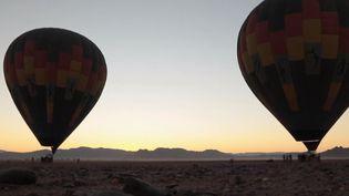 Les Namibiens appellent leur désert la Mer de sable. Grand comme trois fois la Belgique, le désert du Nabib a également la réputation d'être le plus vieux du monde. Il aurait 55 millions d'années. (France 2)