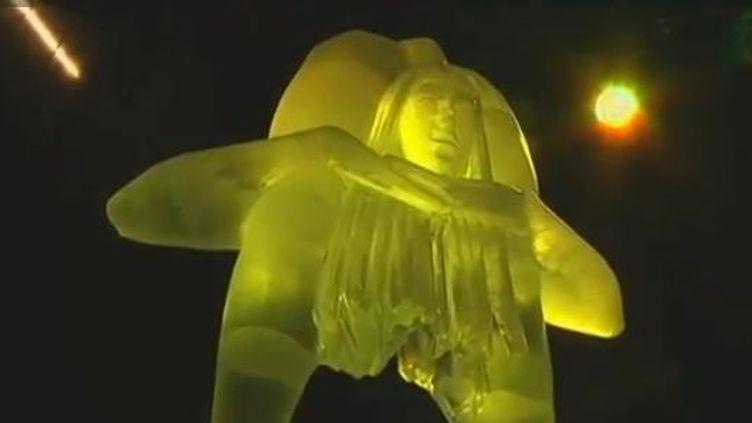 Sculptures sur glace aufestival de Rostock (Allemagne) - 20 décembre 2011 (APTN)