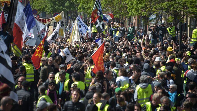 """Manifestation des """"gilets jaunes"""" à Toulouse, le 13 avril 2019. (PASCAL PAVANI / AFP)"""