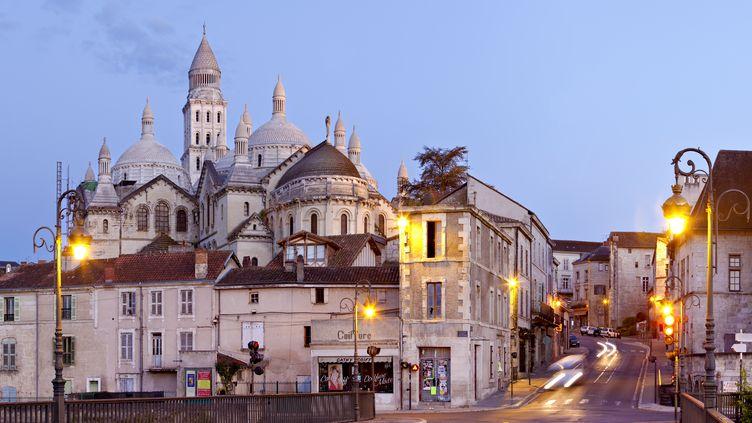 L'homme armé a été repéré aux alentours de la cathédrale Saint-Front de Périgueux (Dordogne), le 19 novembre 2013. (JEAN-MARC BARRERE / HEMIS.FR / AFP)