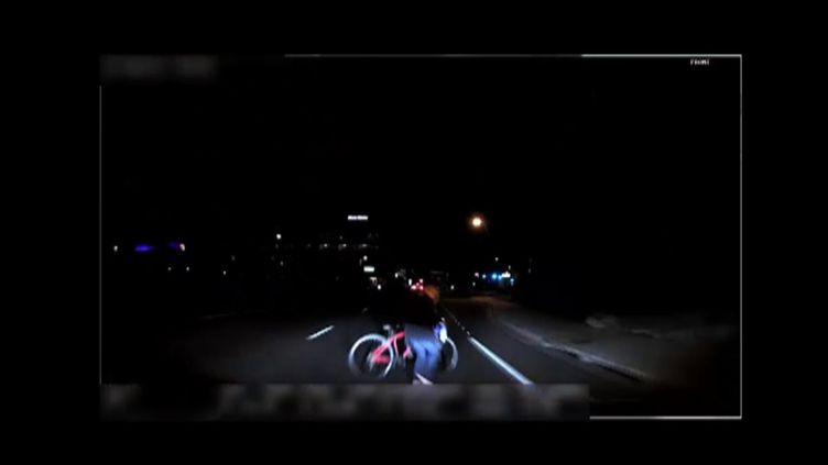 La police de Tempe (Etats-Unis), a diffusé le 21 mars 2018 un bref enregistrement vidéo de la collision mortelle survenue entre un véhicule autonome Uber et une passante. (HO / TEMPE POLICE DEPARTMENT / AFP)
