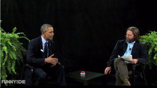 """Capture d'écran de l'émission """"Between Two Ferns"""", présentée par l'acteur Zach Galifianakis, avec pour invité, Barack Obama, mardi 11 mars 2014. (FUNNYORDIE.COM )"""