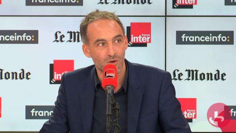 Raphaël Glucksmann, sur le plateau de Questions politiques, le 20 octobre. (FRANCEINTER / RADIOFRANCE)