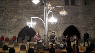 Répétition deLa Cerisaie de Tchekov, mis en scène par Tiago Rodrigues. À Avignon, le 3 juillet 2021 (NICOLAS TUCAT / AFP)