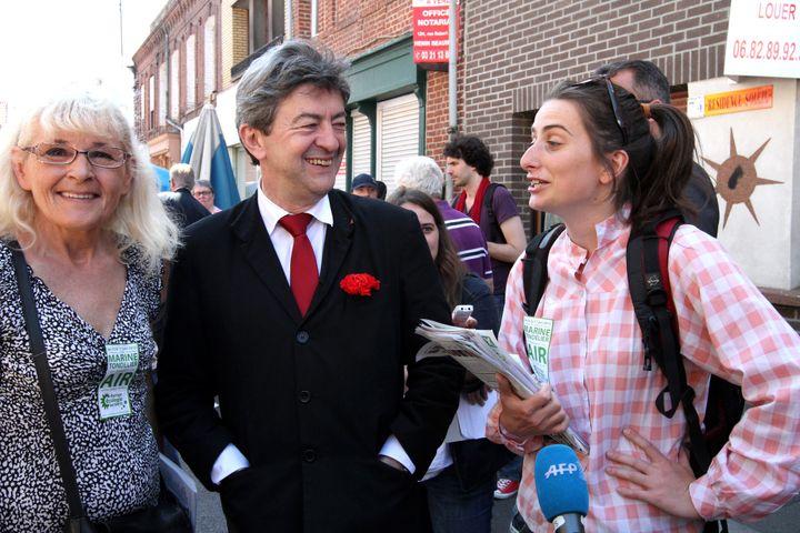 Jean-Luc Mélenchon et la jeune écologiste Marine Tondelier, le 25 mai 2012 à Hénin-Beaumont (Pas-de-Calais). (MAXPPP)