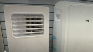 Avec l'épisode de canicule qui touche actuellement l'Hexagone, de plus en plus de Français sont tentés d'investir dans un climatiseur pour retrouver un peu de fraîcheur. (France 3)