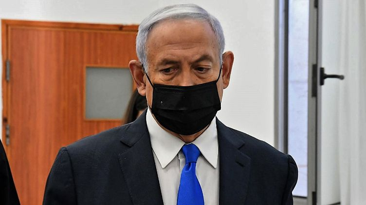 Le Premier ministre israélien Benyamin Nétanyahou lors de l'ouverture de son procès, à Jérusalem, le 8 février 2021. (AFP)